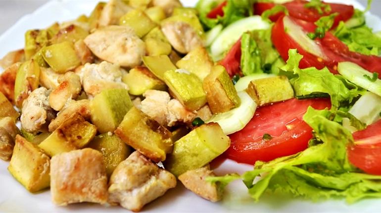 Летний ужин из кабачков и мяса без хлопот: готовим за 15 минут