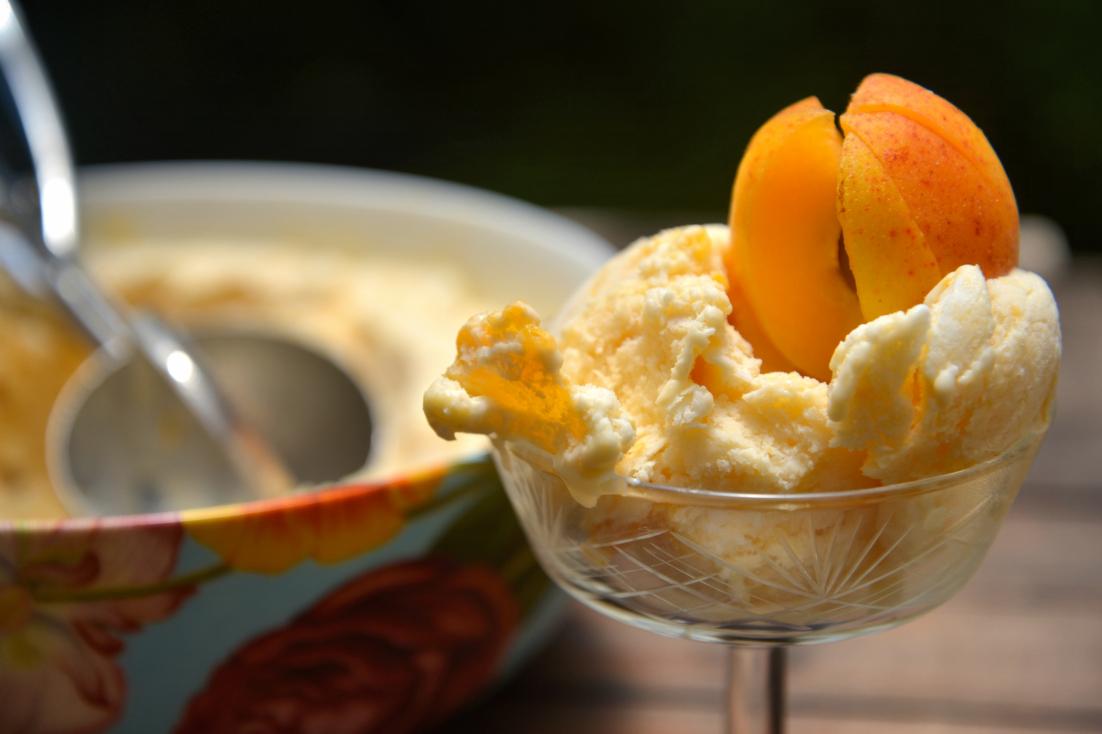 Вкусное мороженое из йогурта с абрикосами