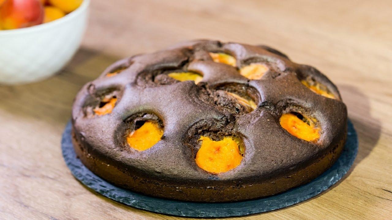 Шоколадный пирог с абрикосами - его аромат переполошит весь дом