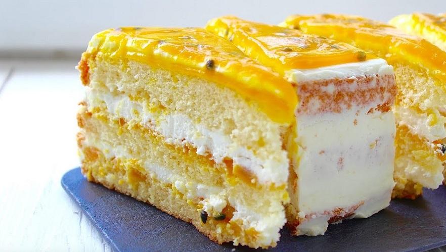 Бисквитный торт с нежнейшими кусочками манго и маракуйи