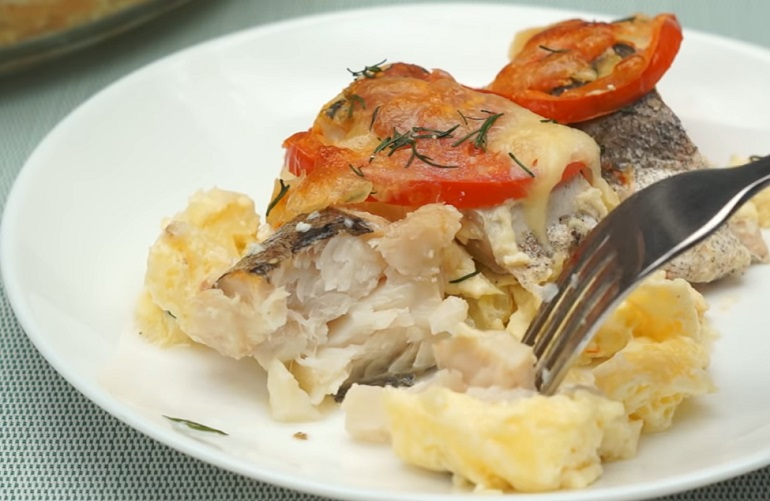 Очень вкусный хек, запеченный в духовке: идеальный ужин для всей семьи