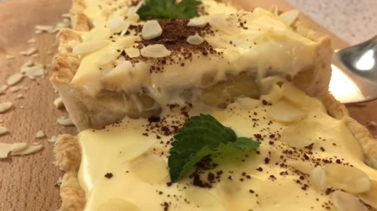Пирог с заварным кремом и начинкой из ревеня: изумительный десерт