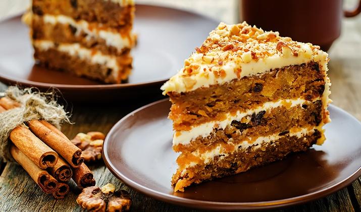 Морковный сыроедческий торт: полезный десерт