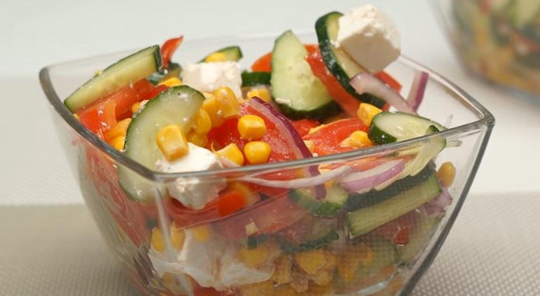 Простой, но очень вкусный салат «Меня точно съедят»: с помидорами и сыром
