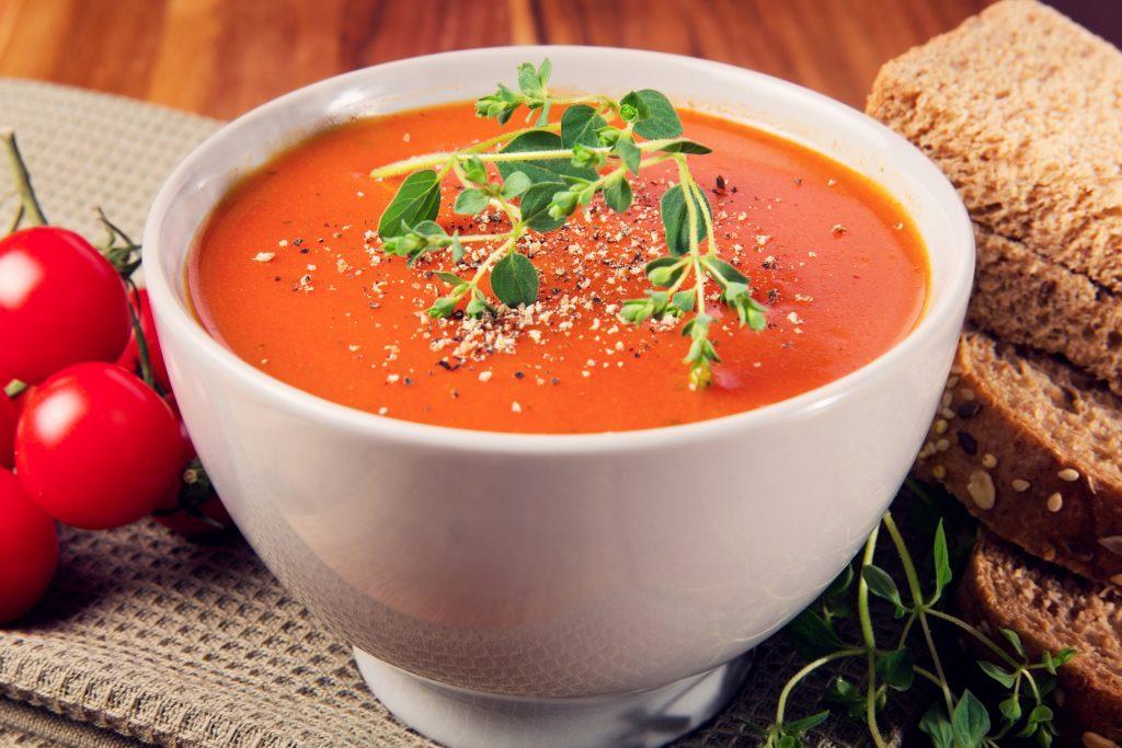 Изумительный томатный суп с базиликом