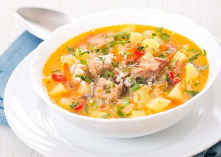 Идеальное блюдо к обеду: суп из скумбрии