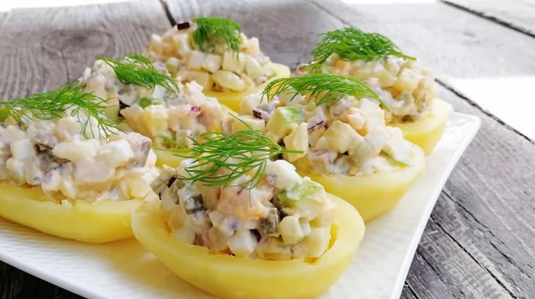 Красивая закуска на праздничный стол (фуршет): салат в картофельных корзинках