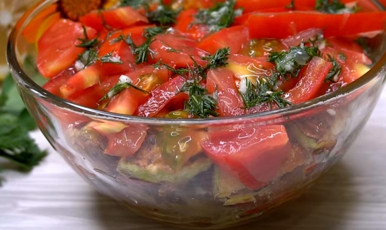 Самый вкусный салат с кабачками: остановиться невозможно