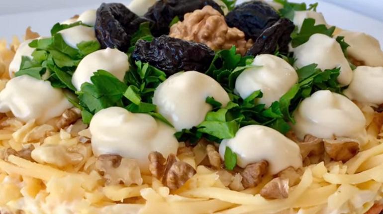 Слоеный салат «Марсель»: попробовав один раз, остановиться невозможно