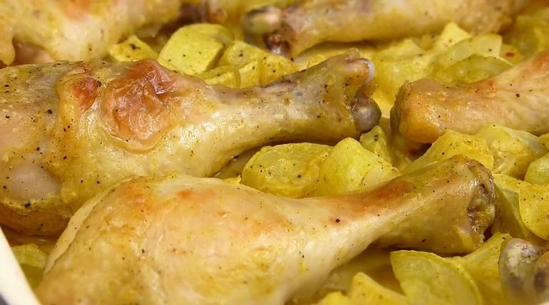 Сочные куриные ножки с кабачками: вкусно и недорого