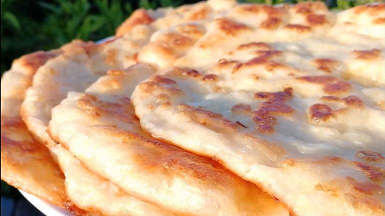 Супер вкусные лепешки с начинкой: готовим на сковороде