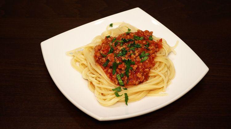 Отличное блюдо к ужину: спагетти с мясным соусом