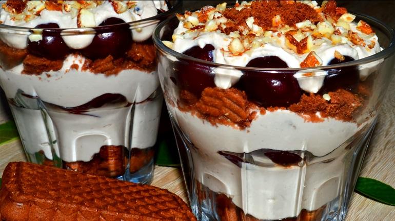 Великолепный десерт: соедините мороженое с творогом и ягодами