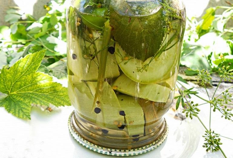 Вкусные и хрустящие маринованные кабачки на зиму: как огурцы