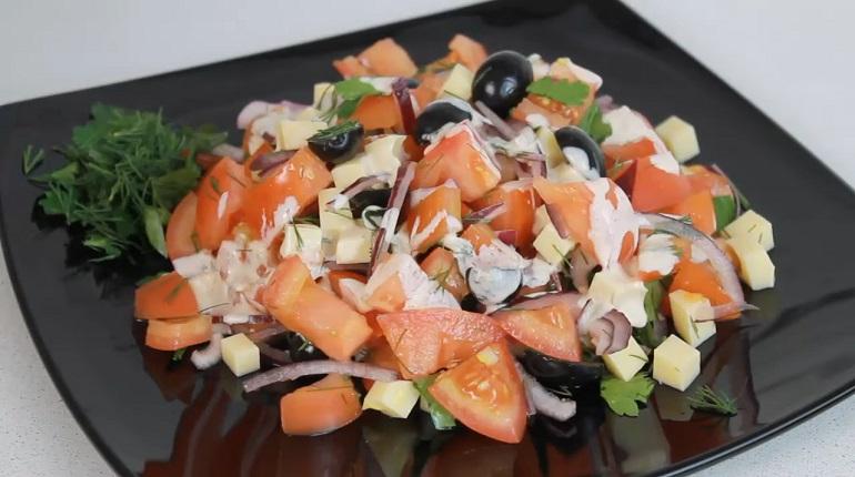 Вкусный летний салат без майонеза: отличное дополнение к мясу или рыбе