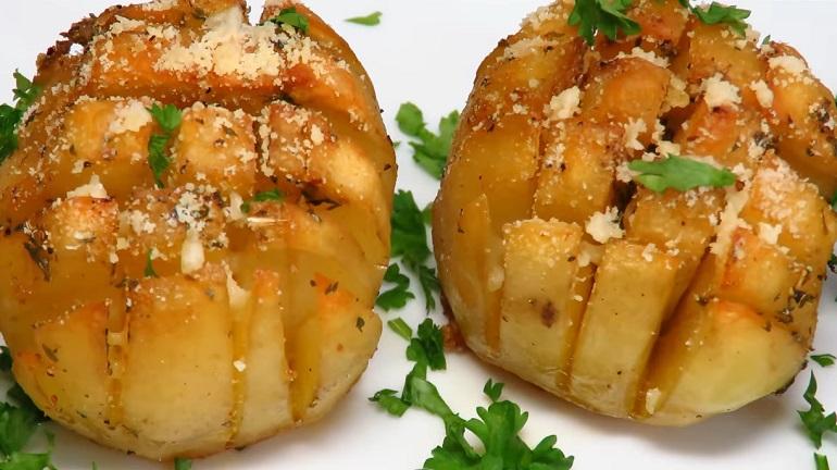 Хрустящая ароматная картошка в духовке: праздничная и очень вкусная