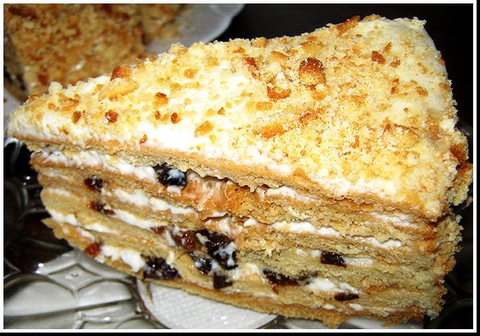Невероятно вкусный медовый торт с черносливом