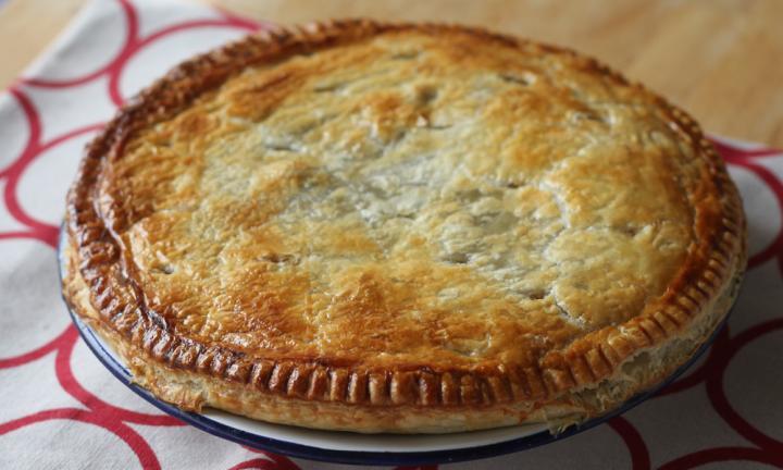 Сытный и вкусный американский пирог с курицей и овощами