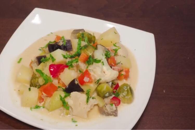 Готовим в мультиварке: отменные овощи в сметанном соусе