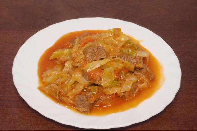 Готовим в мультиварке: аппетитная тушеная капуста с мясом
