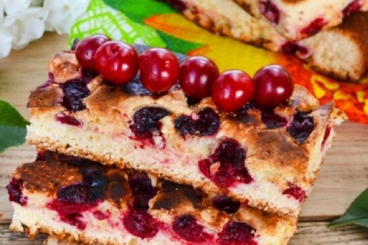 Быстрый и вкусный пирог с вишней