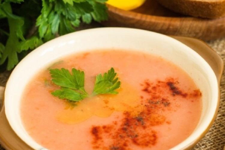Диетический суп из риса, помидоров и картофеля