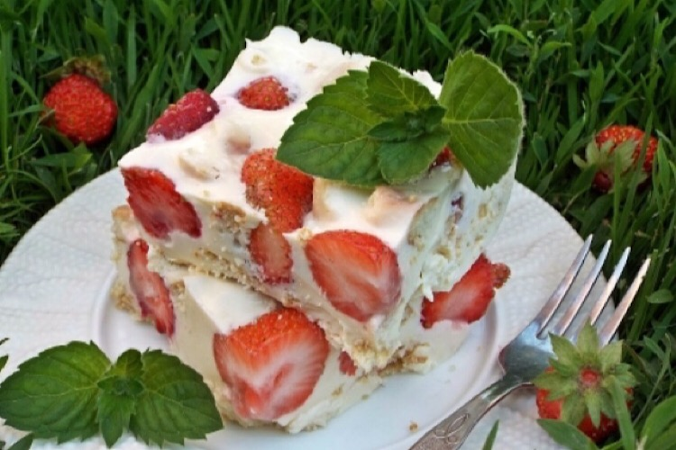 Очень вкусный десерт из клубники и печенья