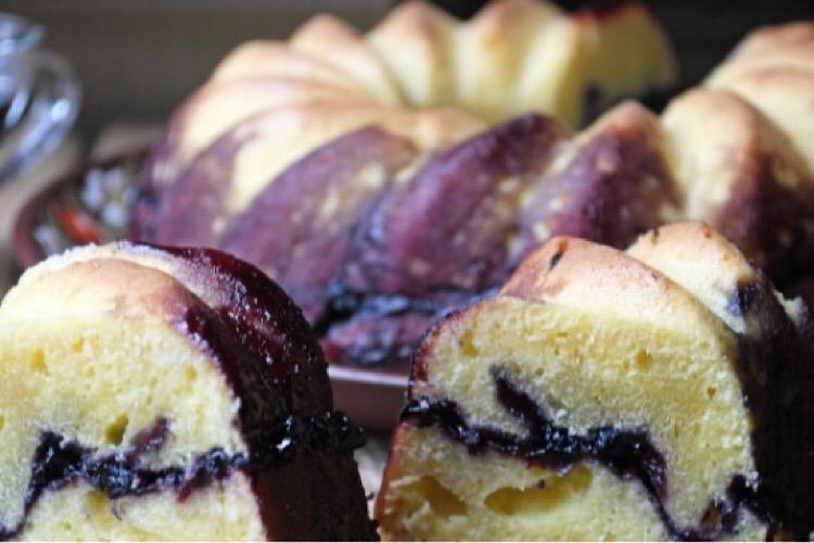 Восхитительный пирог с черничным вареньем