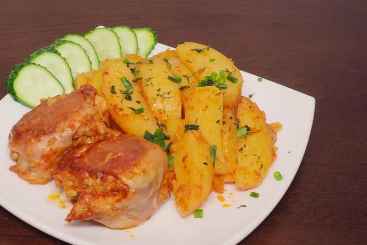 Обалденное блюдо на каждый день: куриные рулетики с картофелем в мультиварке