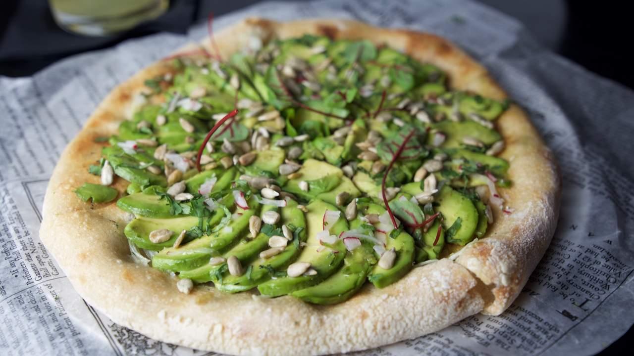 Очень оригинальная пицца с авокадо