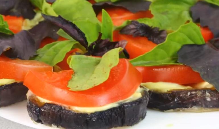 Баклажаны с помидорами по-летнему: просто, вкусно и недорого