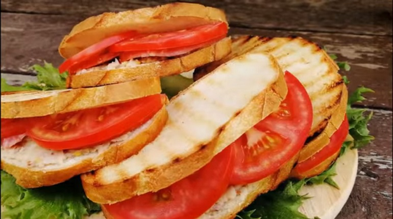 Бутерброды-кармашки на завтрак: три варианта за 10 минут