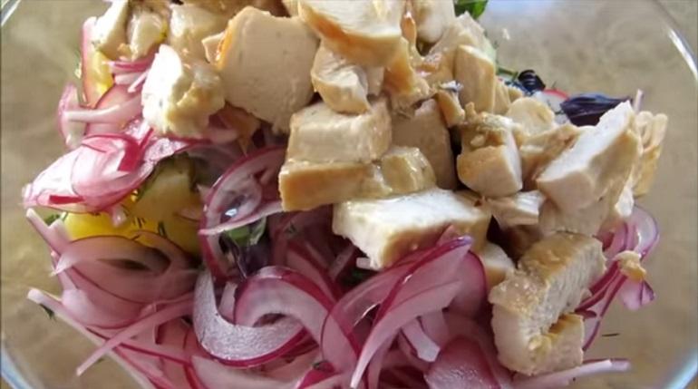 Фермерский салат быстрого приготовления: из того, что есть в холодильнике