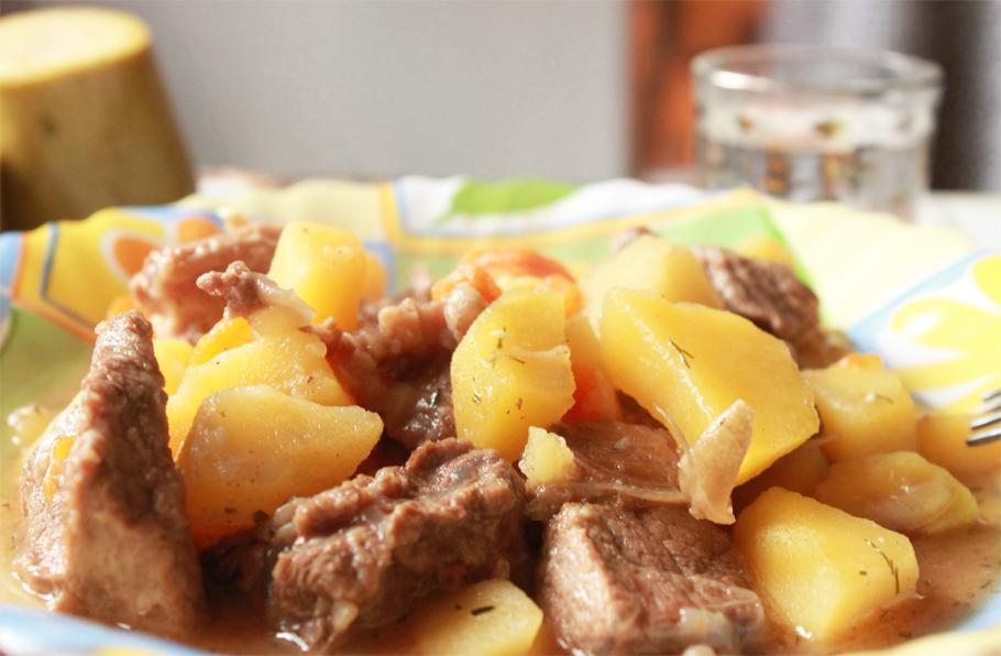 Картофель, тушеный с мясом: отличное блюдо к обеду