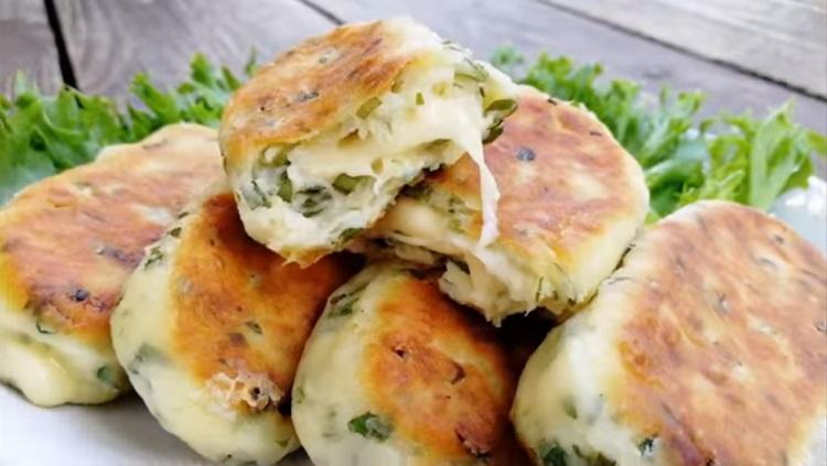 Картофельно-творожные палочки с сыром: простая закуска для пикника и отличный завтрак