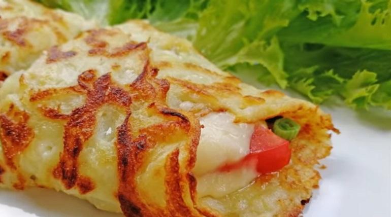 Картофельные блинчики с начинкой: шикарный перекус за 10 минут