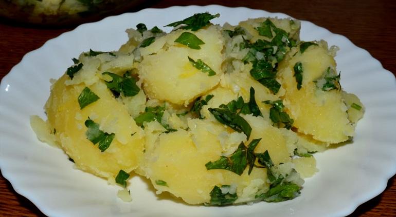 Картофельные дольки и вареный картофель с лимоном: необычно и очень вкусно