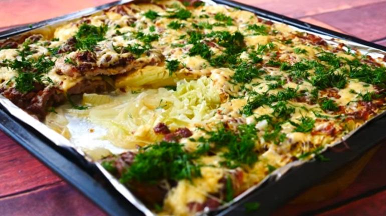Идея вкусного обеда: картошка по-французски с мясом и капустой