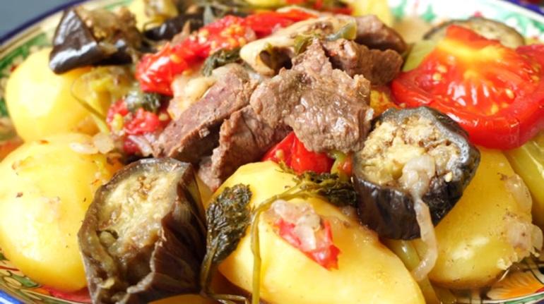 Картошка с мясом и овощами в казане: нереально вкусное блюдо