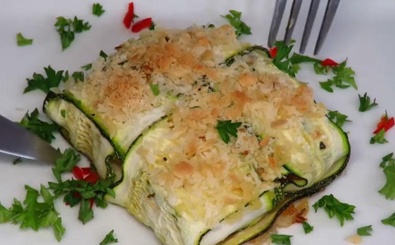 Конвертики из цуккини с сыром и ветчиной: готовим в духовке