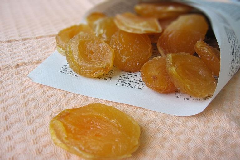 Лакомство из абрикосов и персиков: полезный и очень вкусный перекус