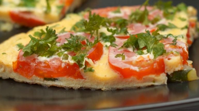 Идеальный завтрак за 15 минут: оригинальный омлет с овощами