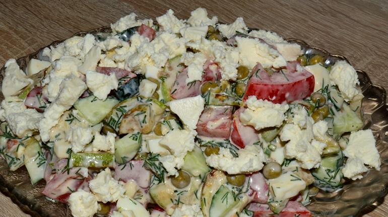 Оригинальный салат с жареными кабачками и сыром: вкусный и сытный