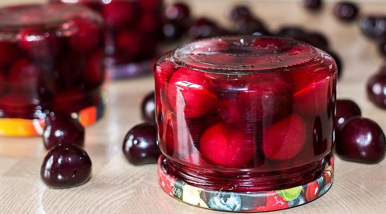Вишня в сиропе на зиму: простой рецепт без варки ягод