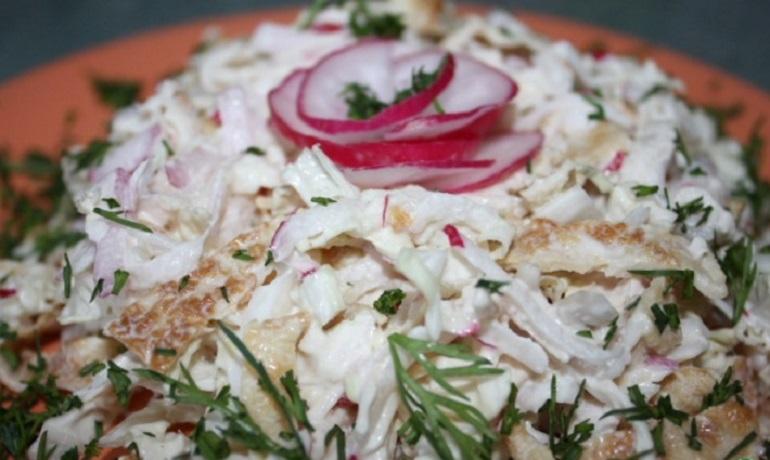 Вкуснейший салат «Лохматый»: с куриной грудкой и редисом