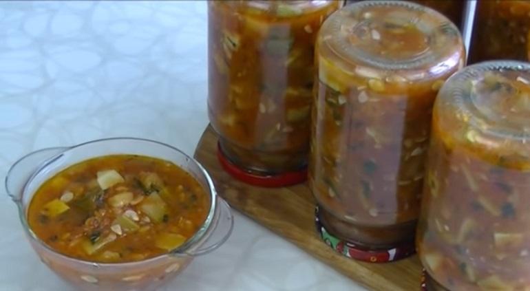 Вкусный салат из кабачков на зиму: простой рецепт закуски