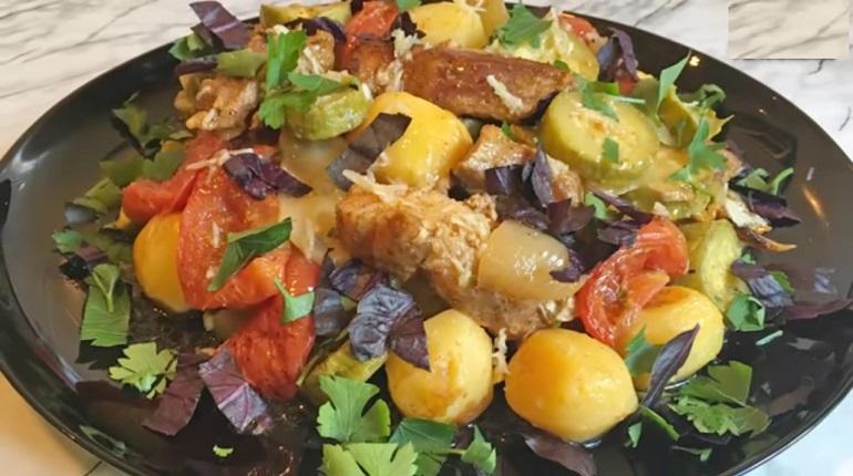 Запеченные с мясом овощи: вкусный и сытный обед без заморочек