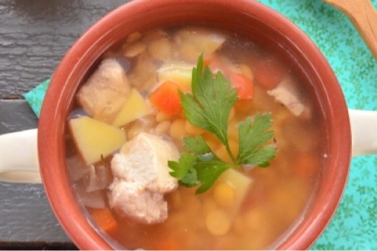 Готовим в мультиварке: аппетитный гороховый суп с курицей