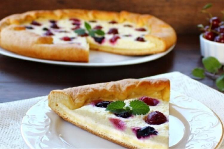 Простой и вкусный творожный пирог с ягодами