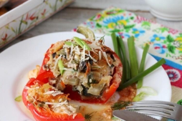 Отменный перец, фаршированный грибами и мясом